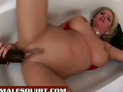 Zoe gives herself a hot squirting facial