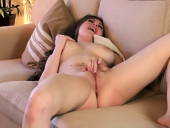 Shaved slit Jessie does some finger fucking on say no to honey pot