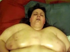 Huge fat unladylike pours nobble on her circle